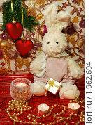 Зайчик под ёлкой с подарками. Стоковое фото, фотограф Екатерина Григоренко / Фотобанк Лори