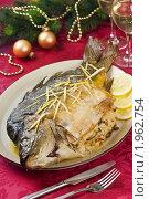 Купить «Запеченный карп на новогоднем столе», эксклюзивное фото № 1962754, снято 24 мая 2010 г. (c) Лидия Рыженко / Фотобанк Лори
