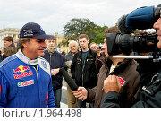 Купить «Интервью перед гонкой. Карлос Сайнс», фото № 1964498, снято 11 сентября 2010 г. (c) Виктор Карасев / Фотобанк Лори
