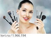 Купить «Портрет девушки с косметическими кистями», фото № 1966194, снято 10 августа 2010 г. (c) Константин Юганов / Фотобанк Лори