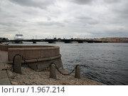 Набережная Санкт-Петербурга в пасмурный день (2010 год). Стоковое фото, фотограф Елена Элевтерова / Фотобанк Лори