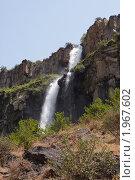 Водопад на краю ущелья реки Касах. Стоковое фото, фотограф Василий Геворкян / Фотобанк Лори