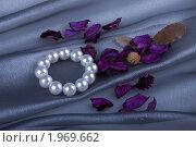 Купить «Жемчужный браслет и саше», фото № 1969662, снято 4 сентября 2010 г. (c) Ирина Смирнова / Фотобанк Лори