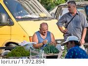 Купить «Нерусские торговцы на улице», фото № 1972894, снято 13 августа 2010 г. (c) Артем Костров / Фотобанк Лори