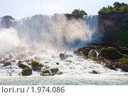 Купить «Туристы на Ниагарском водопаде», фото № 1974086, снято 20 августа 2009 г. (c) Тимофей Косачев / Фотобанк Лори