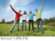 Купить «Компания друзей на лугу», фото № 1976110, снято 3 сентября 2008 г. (c) Константин Сутягин / Фотобанк Лори