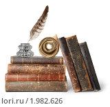Купить «Старые книги, чернильница и перо», фото № 1982626, снято 6 августа 2010 г. (c) Анна Кучерова / Фотобанк Лори