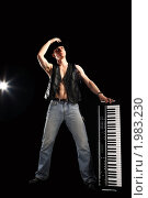Купить «Молодой музыкант», фото № 1983230, снято 28 июня 2010 г. (c) Артем Поваров / Фотобанк Лори