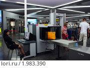 Купить «Досмотр багажа в международном аэропорту Сочи», фото № 1983390, снято 16 сентября 2010 г. (c) Анна Мартынова / Фотобанк Лори
