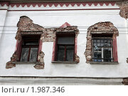 Купить «Москва. Окна старого дома в Хохловском переулке», фото № 1987346, снято 20 сентября 2010 г. (c) Ярослав Каминский / Фотобанк Лори