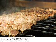Купить «Приготовление шашлыка на костре», фото № 2015486, снято 18 сентября 2010 г. (c) Артем Поваров / Фотобанк Лори