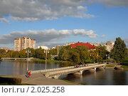 Купить «Прогулка по Нижнему озеру. Калининград», эксклюзивное фото № 2025258, снято 3 октября 2010 г. (c) Svet / Фотобанк Лори