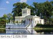 Белый дом на территории Петергофа, Санкт-Петербург, фото № 2026558, снято 8 августа 2009 г. (c) Куликов Константин / Фотобанк Лори