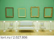 Купить «Рамы для картин в зеленой комнате музея», фото № 2027806, снято 21 ноября 2009 г. (c) Losevsky Pavel / Фотобанк Лори