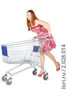 Купить «Девушка с продуктовой тележкой», фото № 2028014, снято 30 ноября 2009 г. (c) Losevsky Pavel / Фотобанк Лори