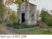 Купить «Семейный склеп и могила адмирала И.К. Григоровича», фото № 2031238, снято 3 октября 2010 г. (c) Виктор Карасев / Фотобанк Лори
