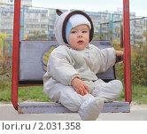 Купить «Портрет годовалого ребенка на качелях осенью», эксклюзивное фото № 2031358, снято 5 октября 2010 г. (c) Олеся Сарычева / Фотобанк Лори