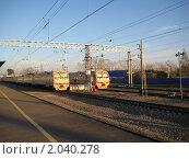 Купить «Электропоезда перед отправлением», фото № 2040278, снято 10 октября 2010 г. (c) Плотников Михаил / Фотобанк Лори