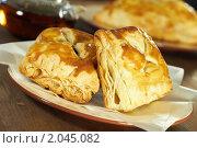 Купить «Две слойки на тарелке», фото № 2045082, снято 9 октября 2010 г. (c) Влад Нордвинг / Фотобанк Лори