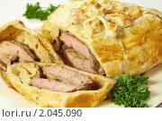Купить «Мясо с грибами, запечённое в тесте», фото № 2045090, снято 9 октября 2010 г. (c) Влад Нордвинг / Фотобанк Лори