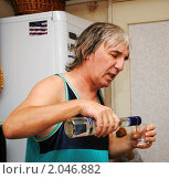 Купить «Алкоголик», фото № 2046882, снято 12 октября 2010 г. (c) Анна Мартынова / Фотобанк Лори