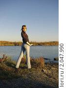 Купить «Девушка на берегу 1», фото № 2047990, снято 27 сентября 2007 г. (c) Александр Рябов / Фотобанк Лори