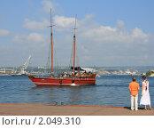 Прогулочный кораблик в бухте (2008 год). Редакционное фото, фотограф Мария Васильева / Фотобанк Лори