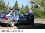 Купить «Составление протокола», фото № 2063094, снято 21 июля 2010 г. (c) Наталья Волкова / Фотобанк Лори