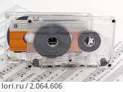 Купить «Аудиокассеты на раскрытом музыкальном учебнике», фото № 2064606, снято 19 октября 2010 г. (c) Владимир Белобаба / Фотобанк Лори