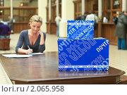 Купить «Отправка почты. Главпочтамт, Санкт-Петербург», фото № 2065958, снято 3 октября 2010 г. (c) Кекяляйнен Андрей / Фотобанк Лори