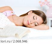 Купить «Спящая девушка», фото № 2068946, снято 28 августа 2010 г. (c) Валуа Виталий / Фотобанк Лори
