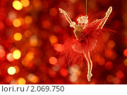 Купить «Елочное украшение», фото № 2069750, снято 10 октября 2010 г. (c) yarruta / Фотобанк Лори