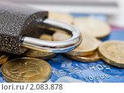 Купить «Кредитная карточка и замок», фото № 2083878, снято 20 июня 2010 г. (c) Воронин Владимир Сергеевич / Фотобанк Лори