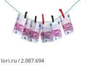 Купить «Купюры евро висят на прищепках», фото № 2087694, снято 16 марта 2010 г. (c) Юлия Бурлаченко / Фотобанк Лори