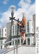 Купить «Счастливая студентка, после успешной сдачи экзамена, стоит возле своего института», фото № 2095246, снято 6 августа 2009 г. (c) Олег Тыщенко / Фотобанк Лори