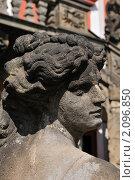 Купить «Диана - одна из скульптур античной мифологии , украшающих лестницу замка Троя», фото № 2096850, снято 13 декабря 2018 г. (c) T&B / Фотобанк Лори
