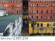 Блиновский пассаж со двора  в Нижнем Новгороде (2010 год). Редакционное фото, фотограф Igor Lijashkov / Фотобанк Лори