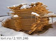 Строительство коттеджного поселка в Подмосковье. Доски. Стоковое фото, фотограф Ольга Денисова / Фотобанк Лори