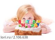 Купить «Девочка с тортом и воздушными шарами», фото № 2106638, снято 20 октября 2010 г. (c) Майя Крученкова / Фотобанк Лори