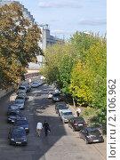 Купить «Москва. Болотная набережная. Припаркованные на тротуаре автомобили», эксклюзивное фото № 2106962, снято 10 сентября 2010 г. (c) Дмитрий Абушкин / Фотобанк Лори