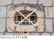 Окно с решёткой в каменной стене, эксклюзивное фото № 2111638, снято 9 сентября 2010 г. (c) Константин Косов / Фотобанк Лори