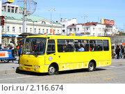 Купить «Маршрутное такси», фото № 2116674, снято 8 мая 2010 г. (c) Art Konovalov / Фотобанк Лори