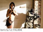 Купить «Снайпер и вооруженная девушка», фото № 2116894, снято 28 июля 2009 г. (c) Сергей Сухоруков / Фотобанк Лори