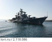 Купить «Российский военный корабль в заливе, Севастополь, Крым, Украина», фото № 2118086, снято 8 мая 2010 г. (c) Артем Поваров / Фотобанк Лори