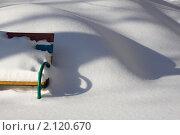 Купить «Зима в городе. Сугроб в парке», фото № 2120670, снято 23 февраля 2010 г. (c) Юрий Синицын / Фотобанк Лори
