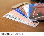 Несколько дисконтных карт разложенных веером (2010 год). Редакционное фото, фотограф Марков Николай / Фотобанк Лори