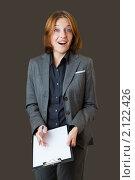 Купить «Удивленная девушка с планшетом в руках на темном фоне», фото № 2122426, снято 23 октября 2010 г. (c) Ошвинцев Александр / Фотобанк Лори