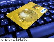 Купить «Пластиковая золотая карта на синей клавиатуре», эксклюзивное фото № 2124866, снято 29 октября 2010 г. (c) Евгений Ткачёв / Фотобанк Лори