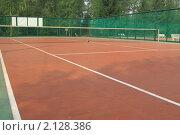 Купить «Открытый теннисный корт с искусственным покрытием», фото № 2128386, снято 5 августа 2010 г. (c) Антон Корнилов / Фотобанк Лори