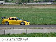 Купить «Желтый спортивный автомобиль на гоночном треке», фото № 2129494, снято 6 июня 2010 г. (c) Юрий Андреев / Фотобанк Лори